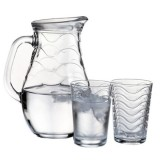 Большой выбор стаканов и наборов для напитков.